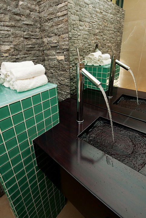 Natural materials are continued in the main bathroom where vivid mosaics are used as a contrast.
