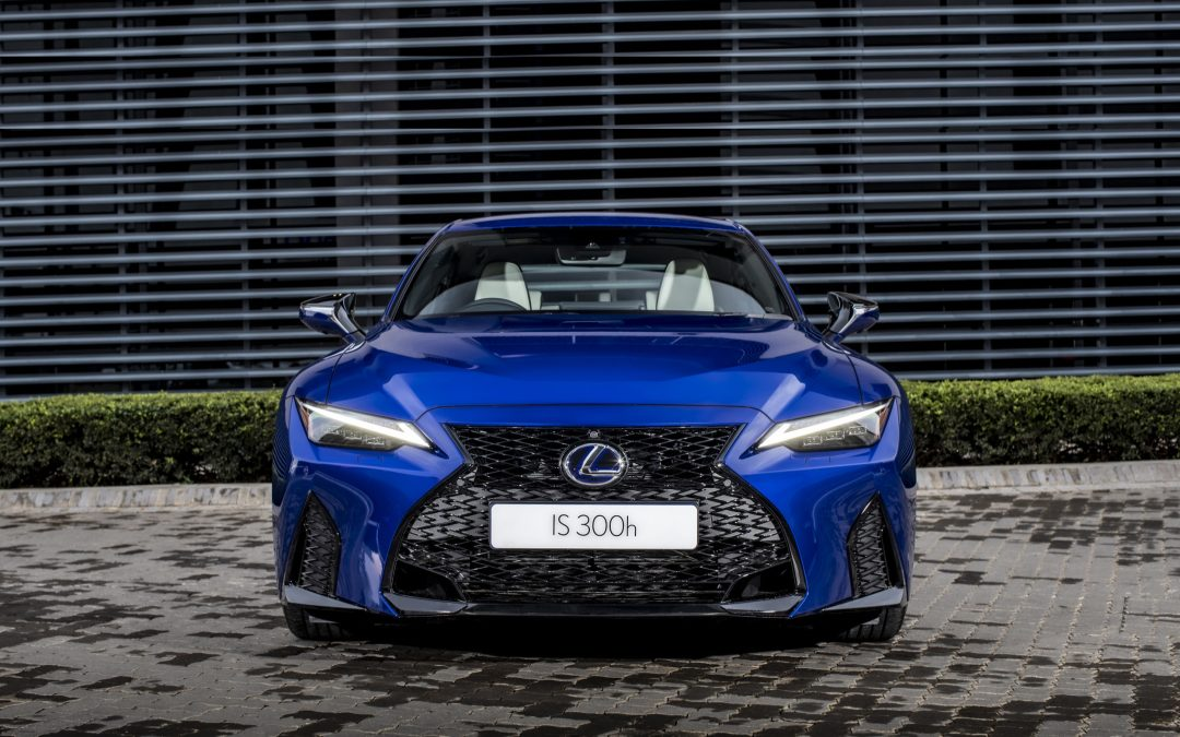 New Hybrid Sports Sedan's Confidence Comes Across Strong and Culminates in Sleek Signature Contours